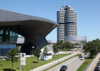 Ansicht BMW-Welt und Vierzylinder