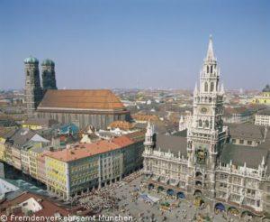 Neues Rathaus mit Rathausturm am Marienplatz München