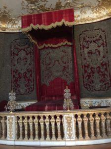 Prunkbett mit Ballustrade in den Reichen Zimmern