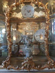 Das Porzellankabinett mit wertvollen europäischen Porzellanen