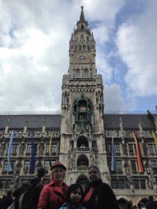Der Turm des Neuen Rathauses mit 85 m Höhe und dem Münchner Kindl auf der Turmspitze