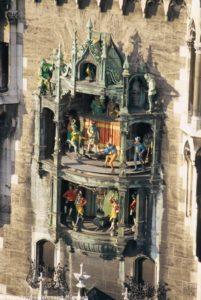Das weltberühmte Glockenspiel im Rathausturm