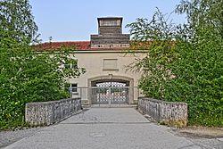 Jourhaus, seit 2005 Eingang zur KZ-Gedenkstätte (Originalgebäude)