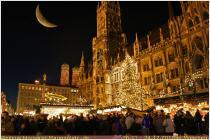 christkindlmarkt-mit-weihnachtsbaum-auf-dem-marienplatz