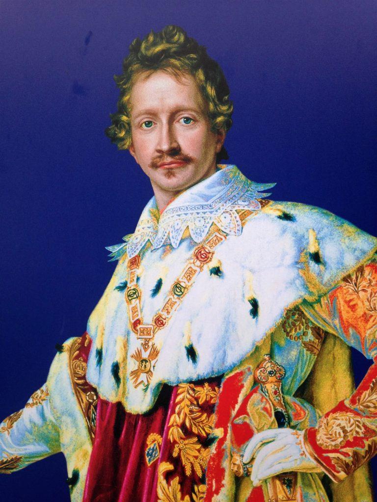 König Ludwig I. war ein großer Freunde der klassischen Architektur und der schönen Künste. Er ließ die Alte Pinakothek, die Neue Pinakothek,den Königsplatz, die Ludwigstrasse mit der Universität, die Feldherrnhalle und das Siegestor erbauen.