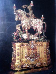 St. Georg Ritterstatuette mit 2000 Diamanten