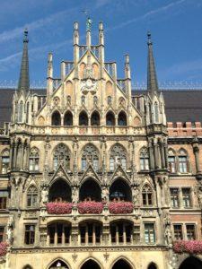 Der erste Bauabschnitt des Neuen Rathauses (Old City Hall - New City Hall)