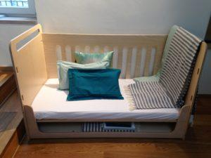 Kinderbett (mit Höhen-Verstellmöglichkeiten)