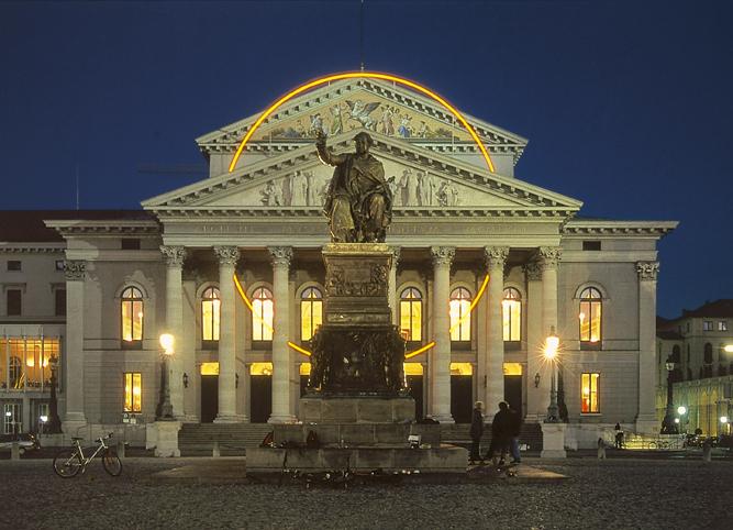 Ansicht Staatsoper München bei Nacht