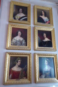 Sechs Portraits in der Schönheitengalerie von Schloss Nymphenburg