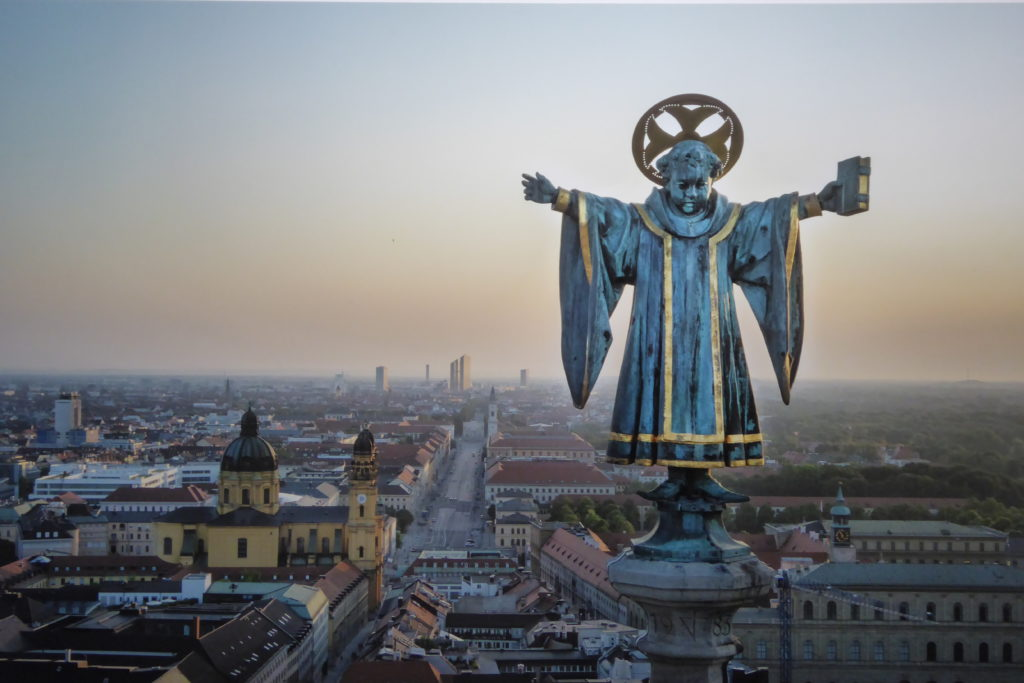 TYPISCH MÜNCHEN ist für viele der Blick hinter die schmucken Fassaden der Münchner Altstadt, und zwar auf den Spuren eines Münchner Kindl