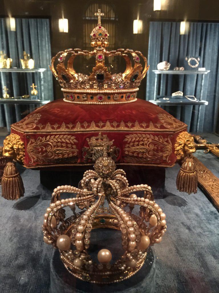 Die Kroninsignien des Königreiches Bayern (Königskrone und Perlenkrone der Königin) in der Schatzkammer Residenz München