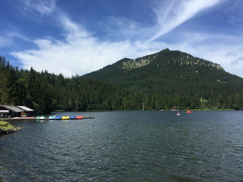 Der Spitzingsee ist Erholungsort für schwimmfreudie Sommerausflügler